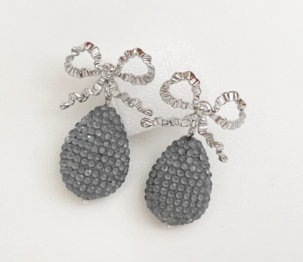 Ohrring bow pearl grey