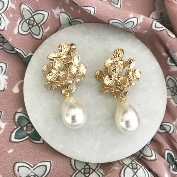 Ohrring flower pearl clip